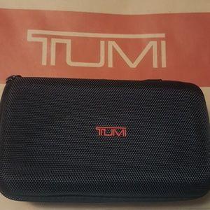 TUMI,TRAVEL TOILETRIES